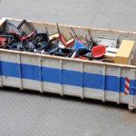 Container mit Bürostühlen